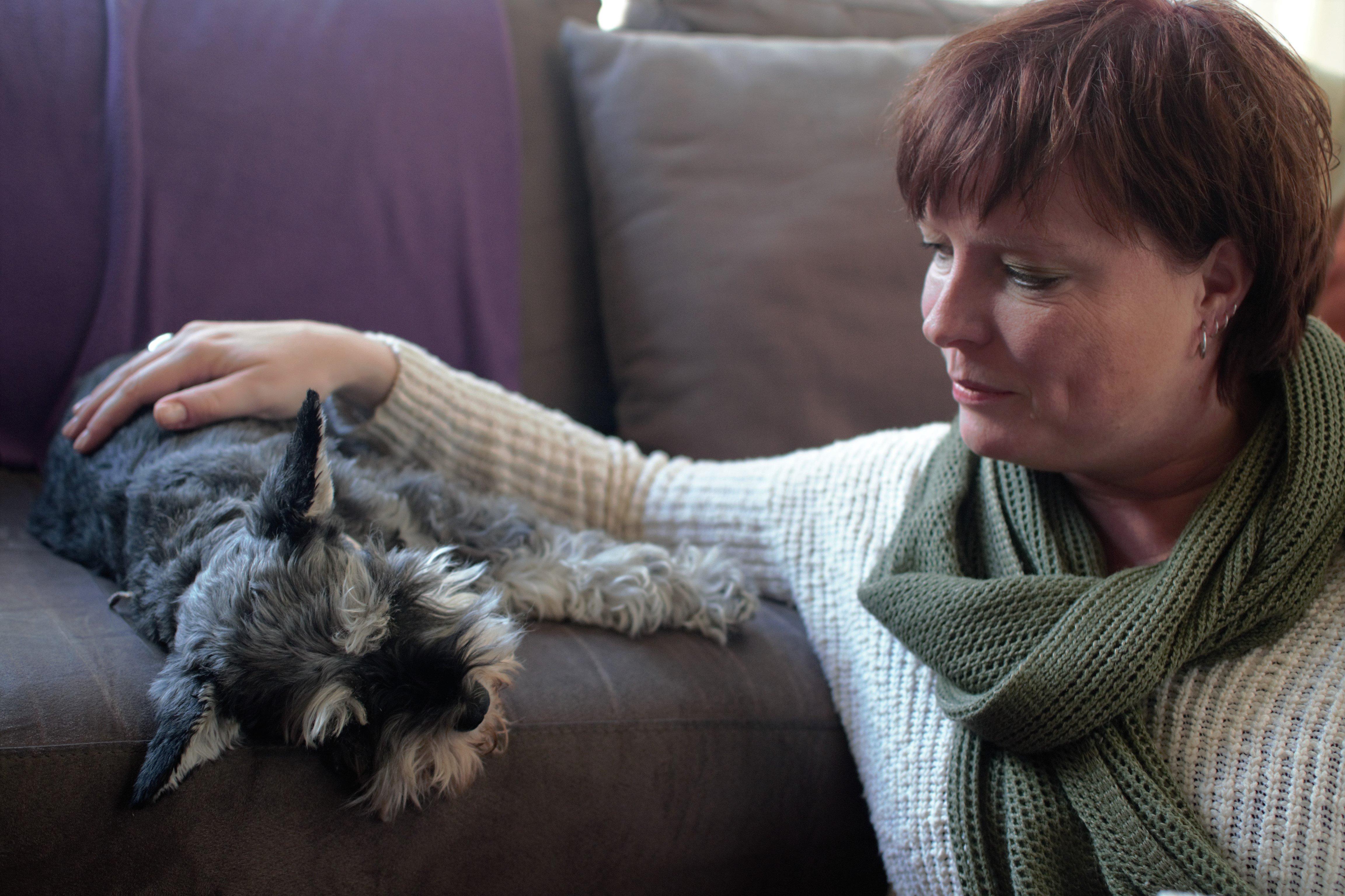 Bianca de Reus is giving Reiki Healing to Rosie