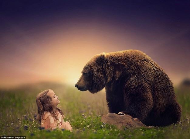 Child speaking with bear. Photographer: Rhiannon Logdsdon